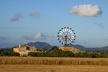 Wind wheel, cottage, near Campos, Mallorca, Balearic Islands, Spain, Europe