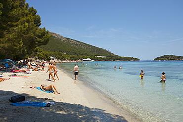 People on the beach in the sunlight, Playa de Formentor, Mallorca, Balearic Islands, Spain, Europe