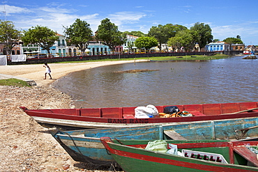 Fishing boats on the beach and historical houses in the backgroud, Canavieiras, Cacao Coast, State of Bahia, Brazil, South America, America