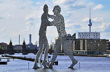 Molecule Man, metal figure in the river Spree, Friedrichshain, Berlin, Germany, Europe