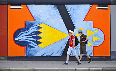 People in front of a painting of the East Side Gallery, Berliner Mauer, Muehlenstrasse, Berlin, Germany, Europe
