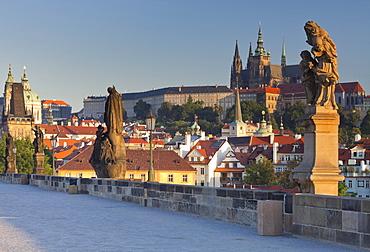 Statues on Charles bridge and view towards Prague castle, Prag, Czech Republic