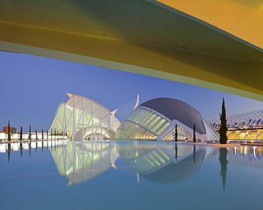 Museo de las Ciencias Principe Felipe and L'Hemispheric in the evening, Ciudad de las Artes y de las Ciencias, Valencia, Spain, Europe