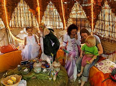 Children are made up, Feenweltchen, Saalfeld Fairy Grottos, Saalfeld, Thuringia, Germany