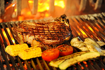 Steak and vegetable barbeque at the restaurant Schwarz Adler, Kurtatsch an der Weinstrasse, South Tyrol, Europe