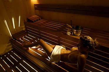 Young woman in a sauna, Moosmair hotel, Sand in Taufers, Val Pusteria, Alto Adige, South Tyrol, Italy, Europe
