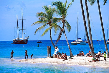 People on the beach in the sunlight, Marigot Bay, St. Lucia, Carribean, America