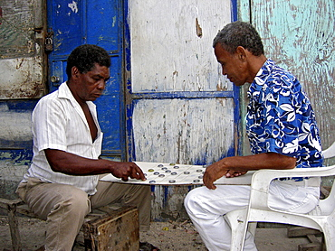 Mature men playing board game, Mercado Bazurto, Cartagena de Indias, Colombia, South America