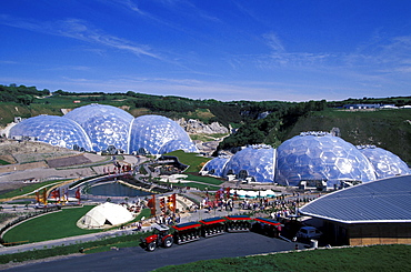 The Eden Project, dome-shaped greenhouses in the sunlight, Cornwall, England, Great Britain, Europe