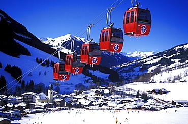 Cable car in front of snowy landscape, Kohlmaisbahn, Saalbach, Salzburger Land, Austria, Europe