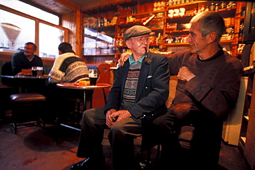 Old men at a pub, Kilorglin, Ring of Kerry, County Kerry, Ireland, Europe