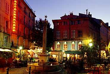 Fountain and buildings in the evening, Place de Augustins, Aix-en-Provence, Provence, France, Europe