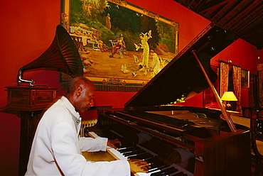 Pianist, Abaco Cocktail Bar, Puerto de la Cruz, Tenerife, Canary Islands, Spain