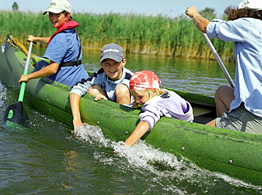Canoe tour with children on Prerowstrom, Hertesburg, Fischland-Darss-Zingst, Mecklenburg-Western Pomerania, Germany