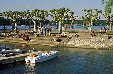 People at municipal park on the lakeshore, Lake Constance, Constance, Baden Wuerttemberg, Germany, Europe