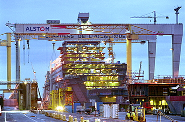 Queen Mary in dry dock, Queen Mary 2, Saint-Nazaire, France
