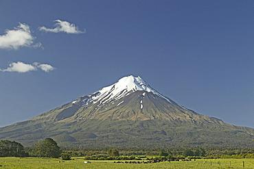 snow capped Mt Taranaki, Mount Egmont, North Island, New Zealand