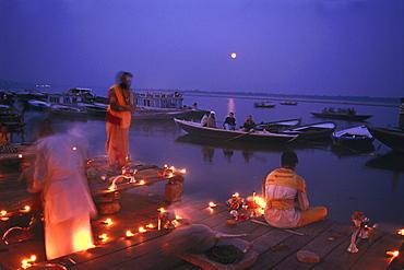 Aarthi ceremony, Ghat, Varanesi, Uttar Pradesh, India