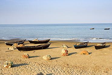 Fishing boats on the beach of Cuthbert Bay, Long island, Andamanen, Indien