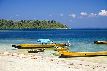 Indien fishing boats on the beach, Andaman Islands, India