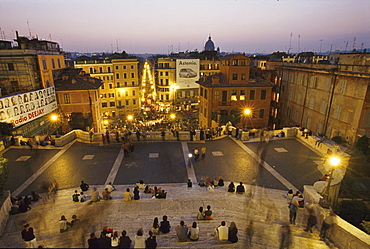 Tourists on the Piazza di Spagna in Rom, Latium, Italy