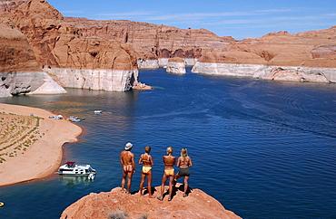 Tourists looking over Lake Powell, Arizona, USA
