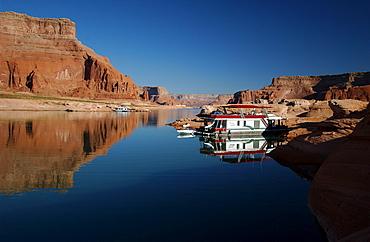 Houseboat, Lake Powell, Arizona, Utah, USA