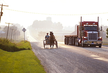 Coach with Mennoniten, near St. Jacobs, Ontario, Canada, North America, America