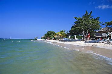 Beach with sunloungers under blue sky, Beach Club, Ritz Charlton Rose Hall, Montego Bay, Jamaica, Caribbean, America