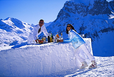 People at a bar made of snow under blue sky, Palmenalpe, Lech, Vorarlberg, Austria, Europe
