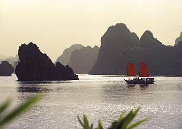 Junk in Halong Bay, Halong Bay, Vietnam, Indochina, Asia