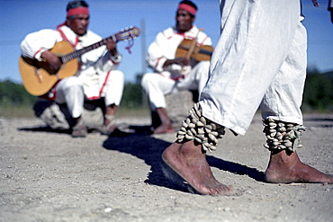 Dancer and musicians in the sunlight, Divisadero, Creel, Chihuahua, Mexico, America