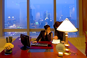 JW Marriott Hotel Shanghai, Five Star Hotel, Nanjing West Road, in 38th floor, opened 2003, Luxury hotel, reception, guest service, view over People's Park