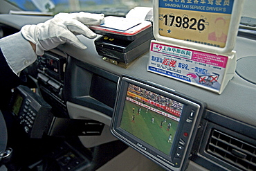 Taxi Shanghai, paying with plastic money, reciept, electronic, cash card