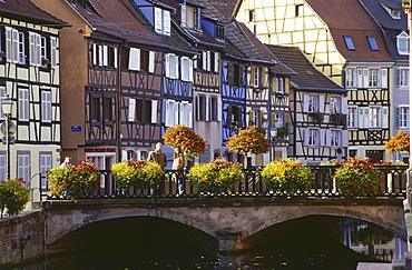 Quai de la Poissonerie, Petite Venise in Colmar, Elsass, France00058480