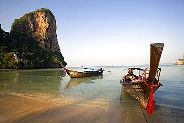 Boats anchoring at Hat Rai Leh, Railey West, Laem Phra Nang, Railay, Krabi, Thailand, after the tsunami