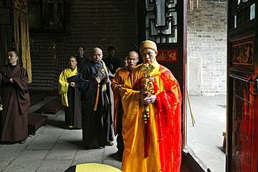 Abbot with monks at Nantai temple, Heng Shan South, Hunan province, China, Asia