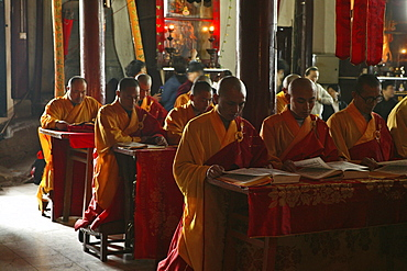 monks, Temple of Longevity, Monastery, Jiuhuashan, Mount Jiuhua, mountain of nine flowers, Jiuhua Shan, Anhui province, China, Asia