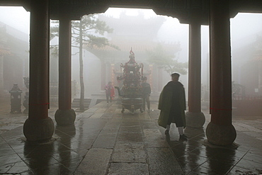 Taoist monk, Azure Clouds Temple, Tai Shan, Shandong province, Taishan, Mount Tai, World Heritage, UNESCO, China