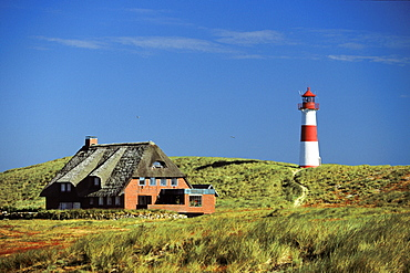 Thatched House house in the dunes and List East lighthouse, List, Sylt, Schleswig Holstein, Germany