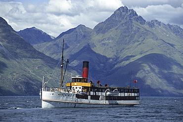 TSS Earnslaw Steamer on Lake Wakatipu, Near Queenstown, South Island, New Zealand00059413
