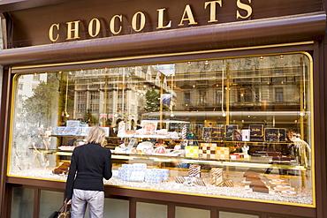 Woman standing at shop window of Spruengli (famous chocolate confectionery), Bahnhof Strasse, Zurich, Canton Zurich, Switzerland