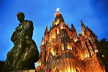 Church, Parroquia de S. Miguel Arcangel and statue at night, San Miguel de Allende, Mexico