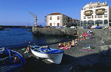 Fishing boats at beach, Puerto de la Cruz, Teneriffa, Canary Islands, Spain