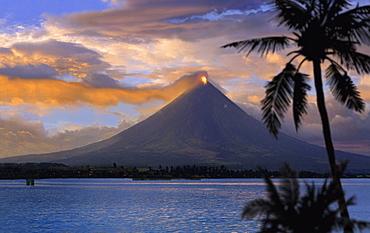 Mayon volcano near Legazpi City, eruption at sunset, Legazpi, Luzon Island, Philippines, Asia