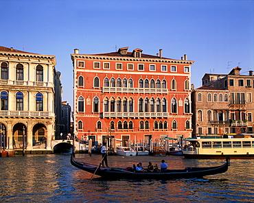 Rialto bridge Ponte l Rialto over the Grand canal Venice