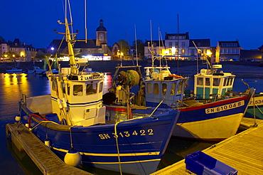 Evening at the harbour of Piriac-sur-Mer, dept Loire-Atlantique, France, Europe