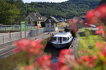 Houseboat in Ecluse 21 Boat Lock, Crown Blue Line Calypso Houseboat, Canal de la Marne au Rhin, Lutzelbourg, Alsace, France