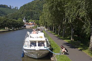 Woman Working Houseboat Mooring Lines, Crown Blue Line Calypso Houseboat, Canal de la Marne au Rhin, Lutzelbourg, Alsace, France