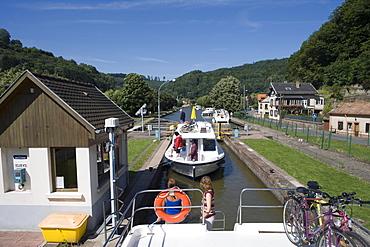 Crown Blue Line Houseboats in Ecluse 22 Boat Lock, Canal de la Marne au Rhin, Lutzelbourg, Alsace, France